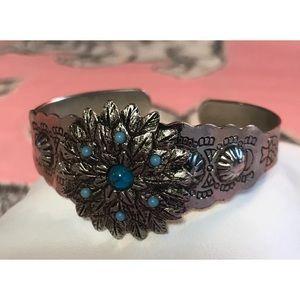 Jewelry - Silver Toned Cuff Bracelet Metal Southwest Feather